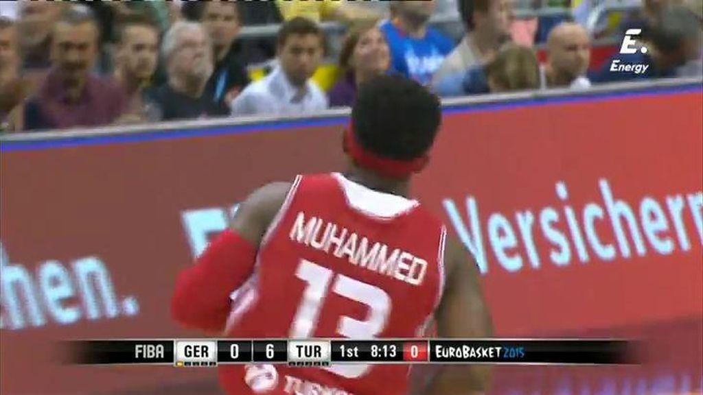 ¡Así se empieza! Dos tiros de Muhammed en dos minutos, dos triples