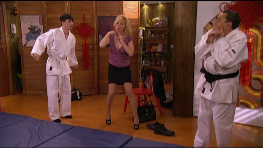 Mari, la madre de Maqruitos, descubre que Mauricio no es profesor de judo