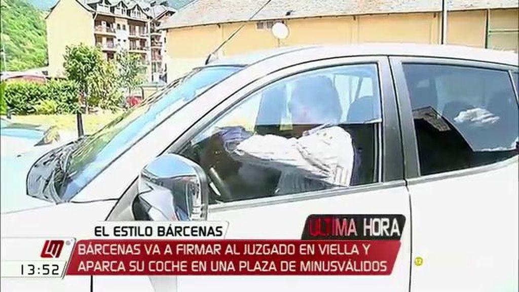 Bárcenas firma en el juzgado en Viella y aparca en una plaza de discapacitados