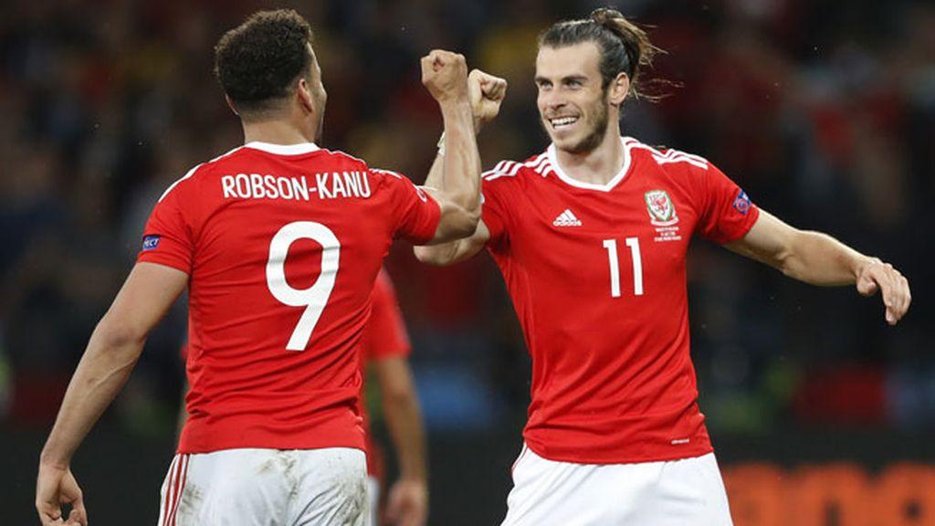 ¡Golazo de Robson-Kanu para darle la vuelta al marcador y adelantar a Gales! (2-1)