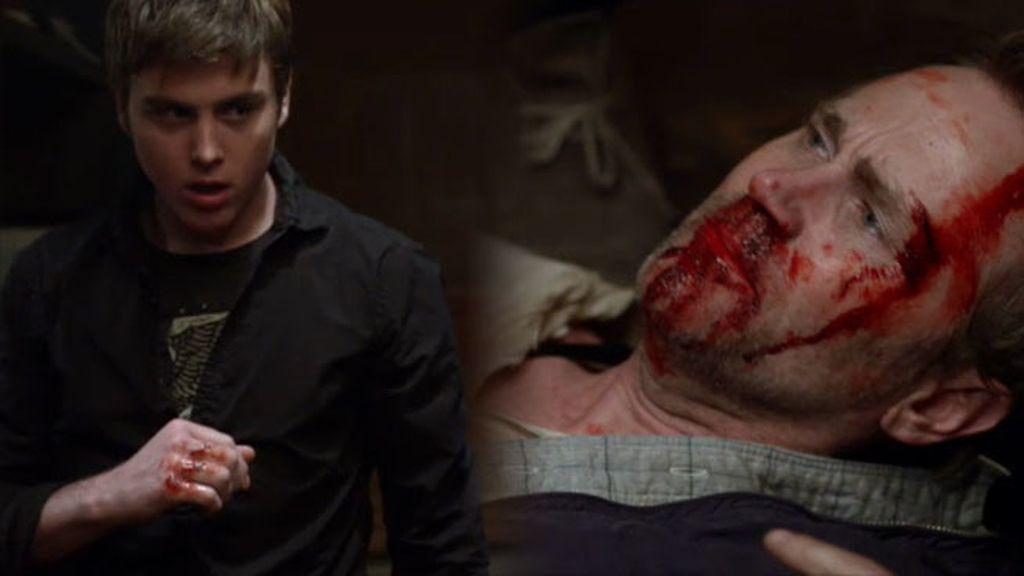 Gabriel se adentra en el mundo criminal y le da una paliza a Mike
