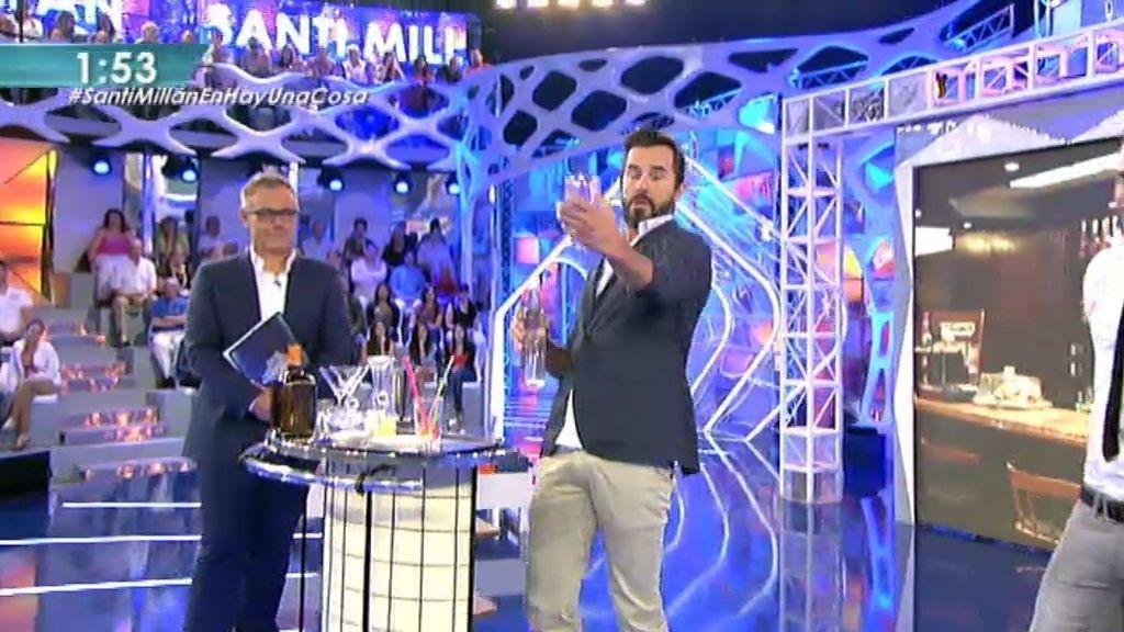 Santi Millán prepara un cóctel en directo