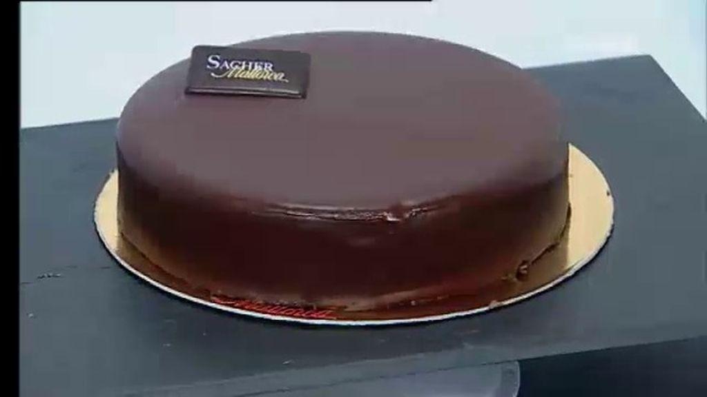 Los aspirantes preparan una tarta 'sacher'