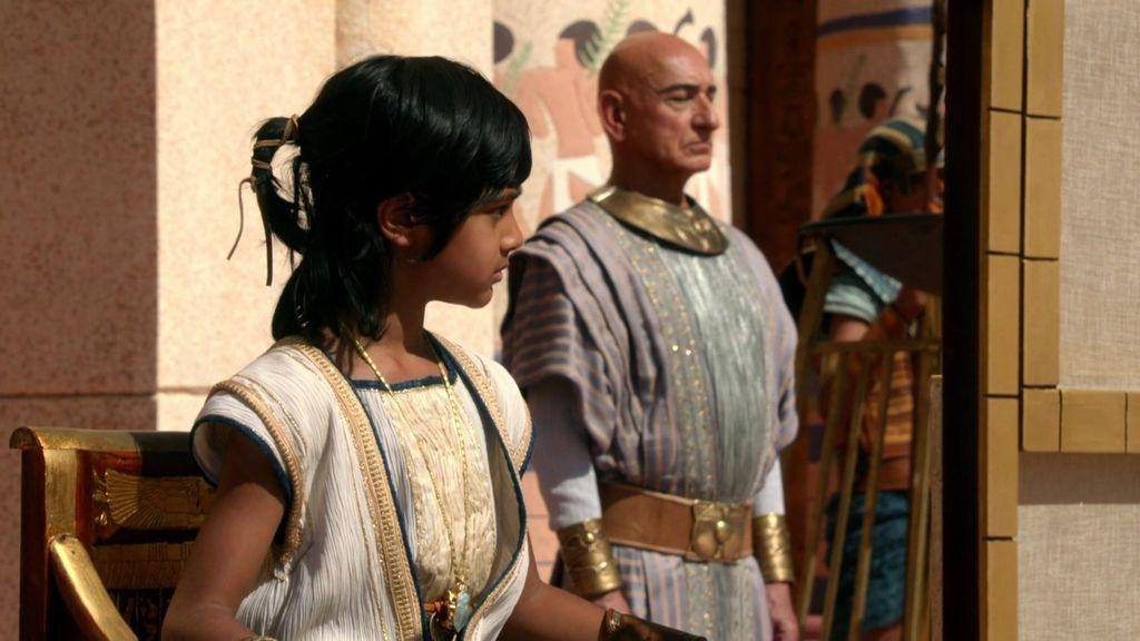 El pequeño Tutankamón es testigo de la ejecución de un siervo