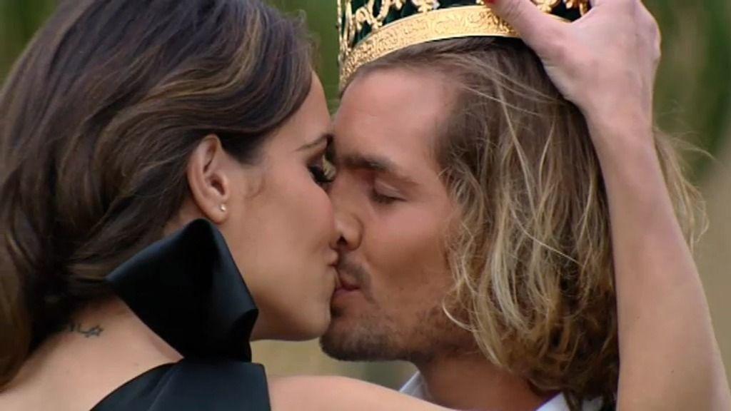 Pablo se convierte en el príncipe de Laura