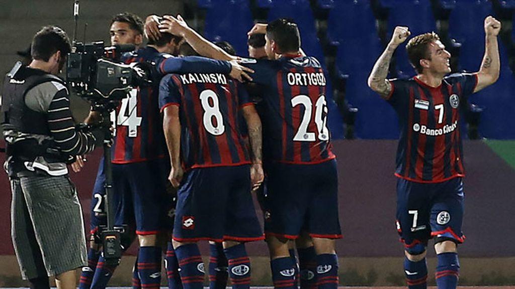 Barrientos culmina la única jugada buena de San Lorenzo en la primera parte