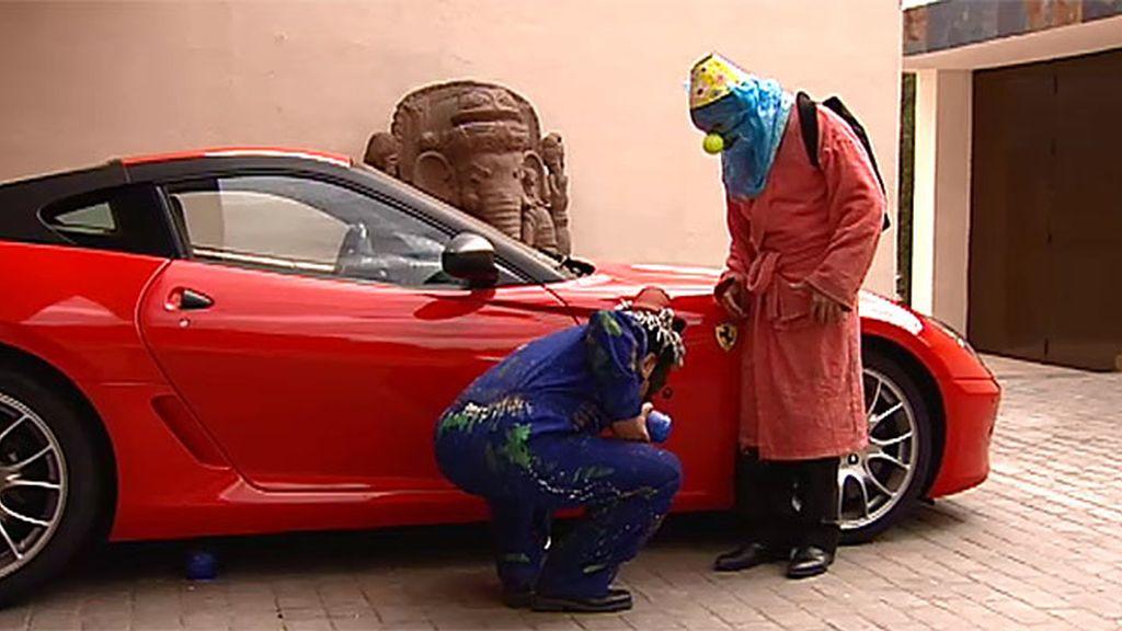 La hora de los payasos justicieros: Coque y Antonio estallan el coche del arquitecto