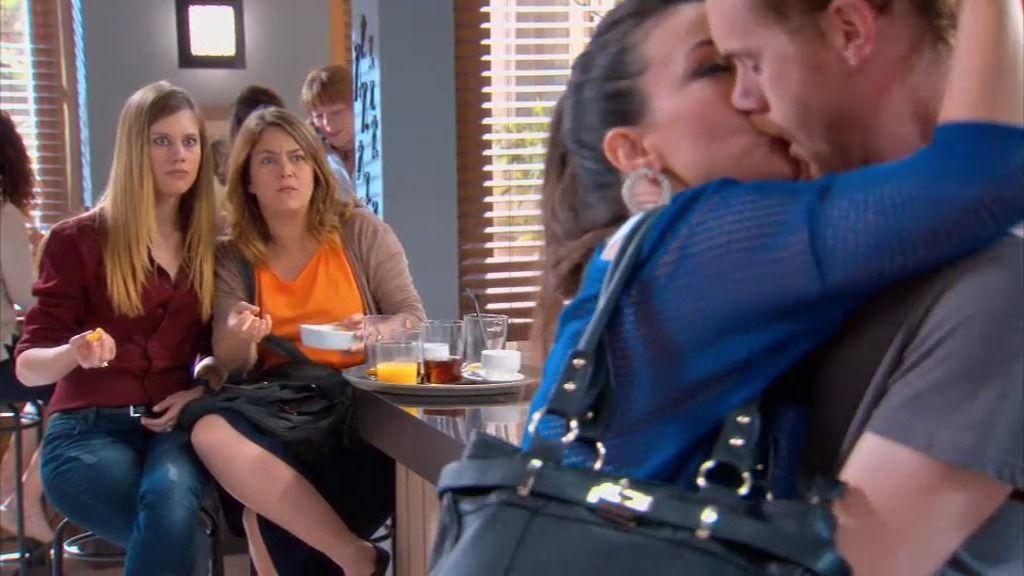 ¡Lourdes y Ramón se besan apasionadamente delante de Lucía!