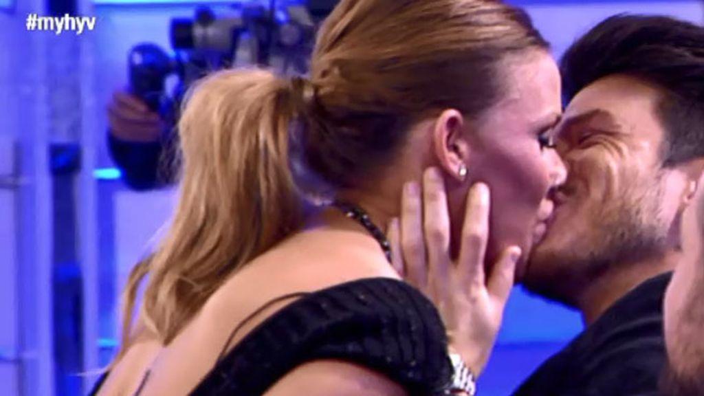 Sandra sorprende a Fede con un beso