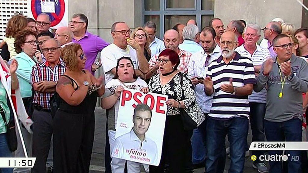 """Manifestaciones a favor de Pedro Sánchez: """"¡Fuera golpistas del Partido Socialista!"""""""