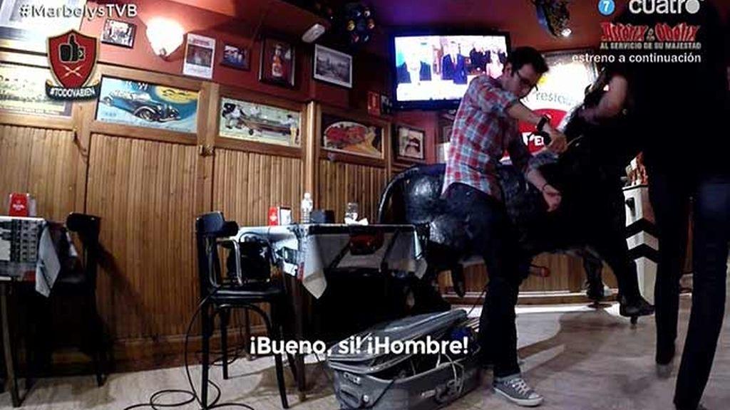 Cámara oculta: Carlos Pareja convierte un bar en el salón de su propia casa