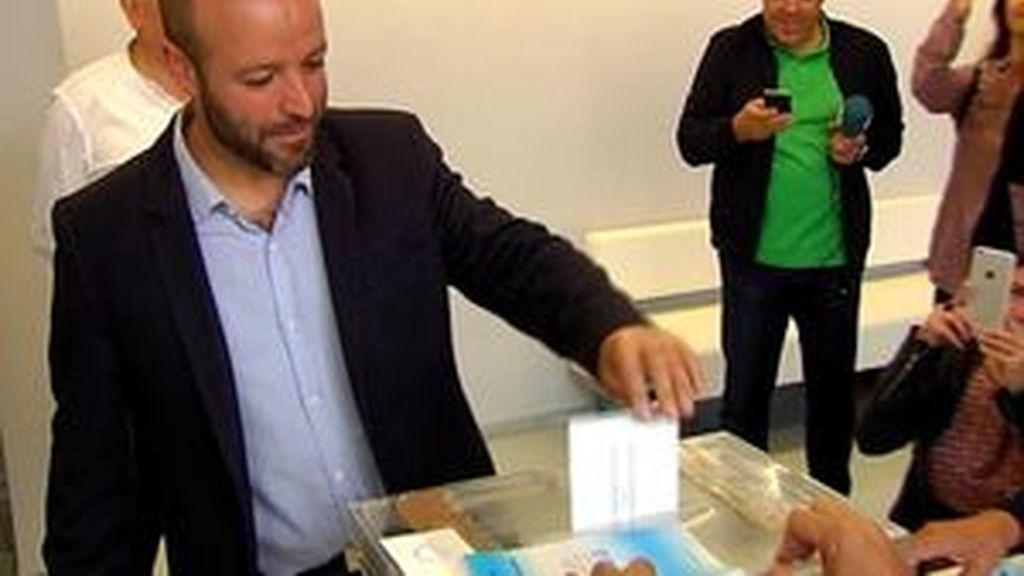 """Luis Villares tras votar: """"La historia la escribimos entre todas y todos"""""""