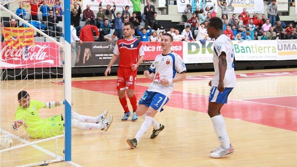 El Umacon Zaragoza derrota a Santiago Futsal en un partido de ida y vuelta (3-1)