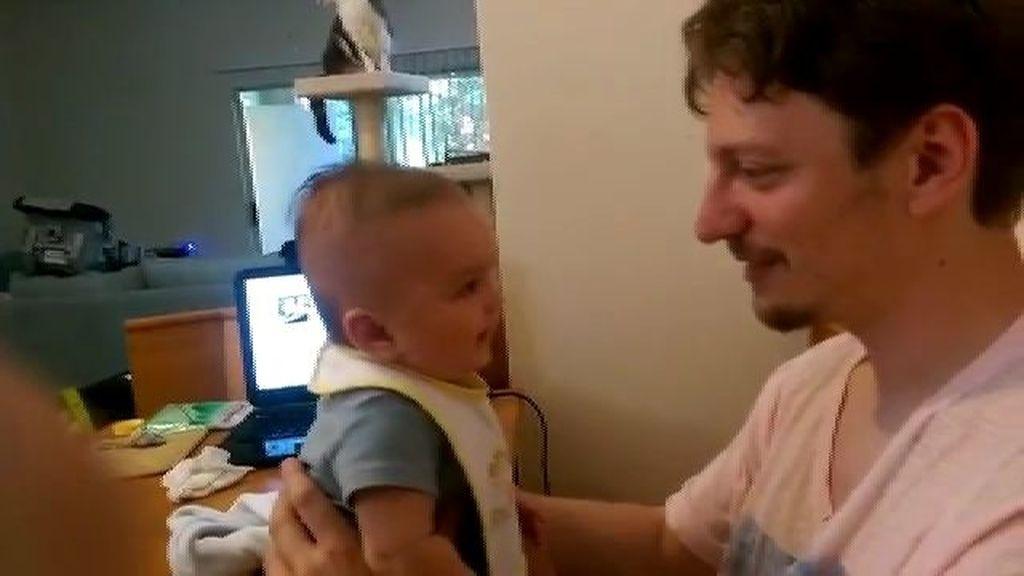 Un bebé de tres meses deja en shock a su padre al decirle 'Te quiero' por primera vez