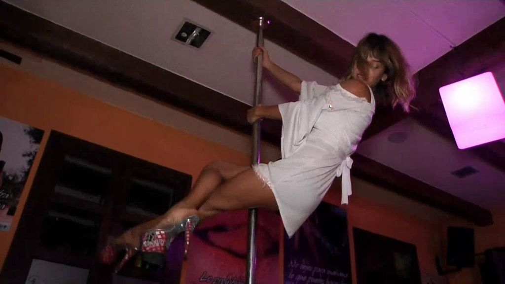 ¡Meritxell se estrena bailando en una barra!