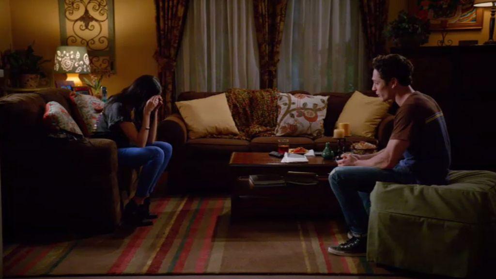 Ethan confiesa a Valentina su pasado