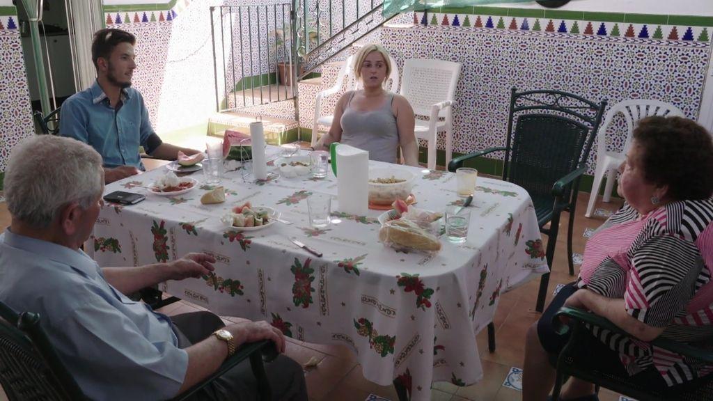 Salva no soporta vivir en la casa de los abuelos de Manoli