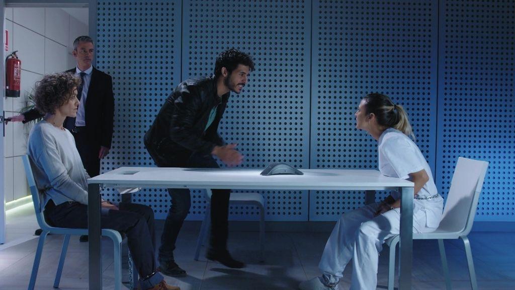 Santa se enfrenta a Lola por no confesar la localización del refugio