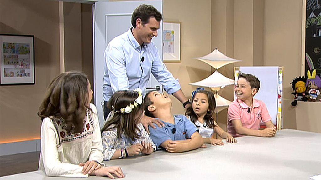 Albert Rivera sorprende a los niños