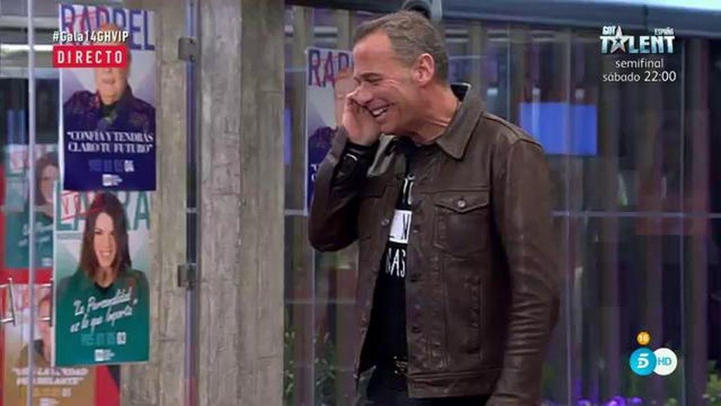 ¡Carlos recibe la llamada de su hija Luna!