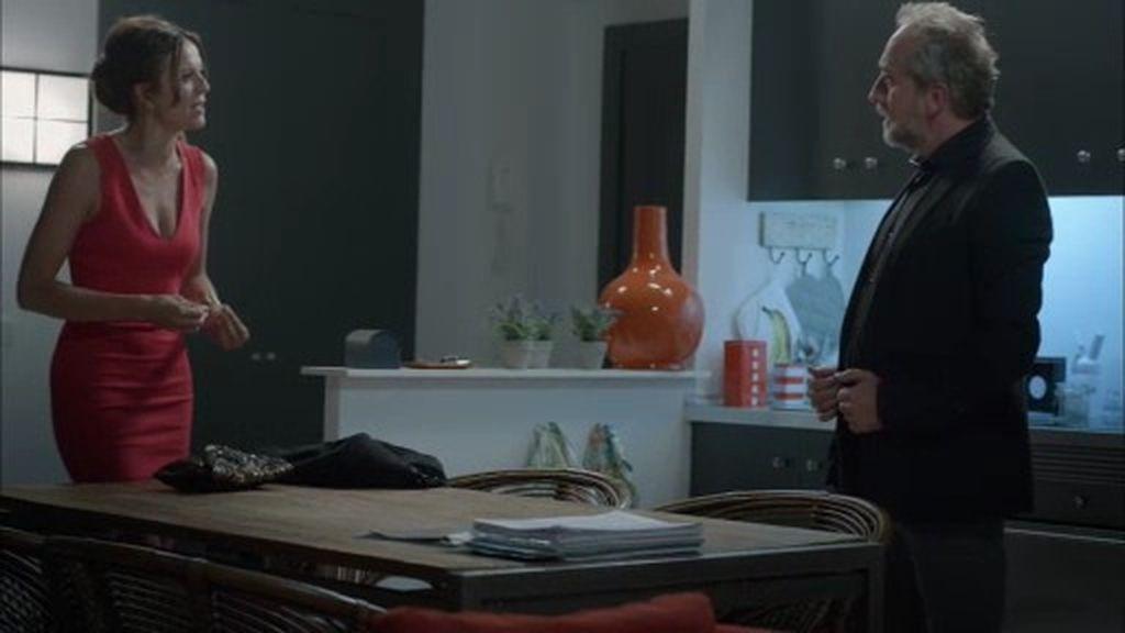 """Pablo 'planta' a Clara tras una llamada de Candela: """"Tengo que irme"""""""