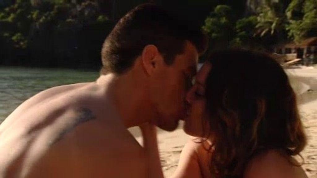 Mariano le roba varios besos a Estela en la primera cita… ¡Y sin despeinarse!