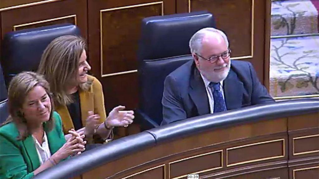 Ovación del PP a Cañete en el Congreso