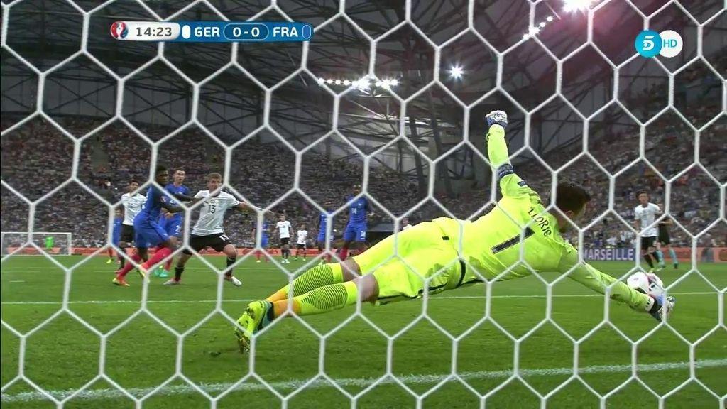 ¡Paradón de Lloris para evitar el primer gol de la Selección alemana!
