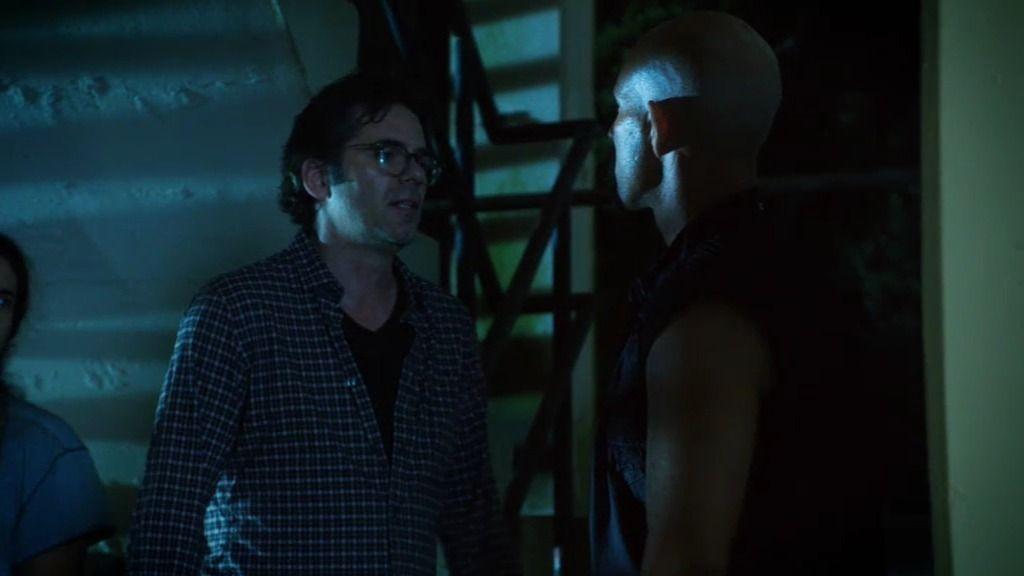 Un mafioso brasileño secuestra a Mitch y Chloe en las favelas de Río