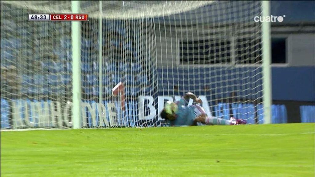 Larrivey remata al poste… ¡Y marca con el muslo desde el suelo en la línea de gol!