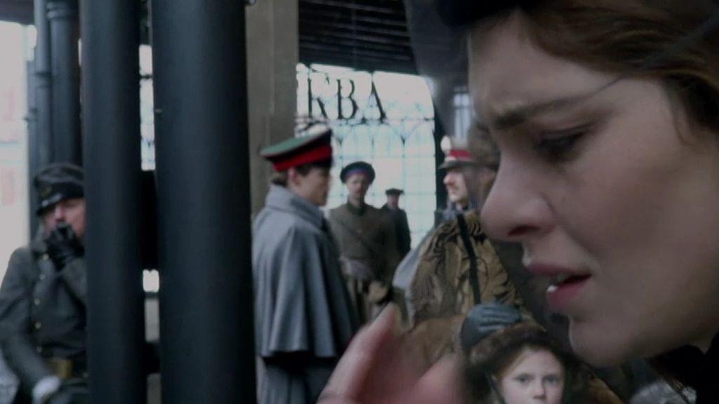 Los celos y el desprecio de su hijo hacen que Anna Karenina se suicide