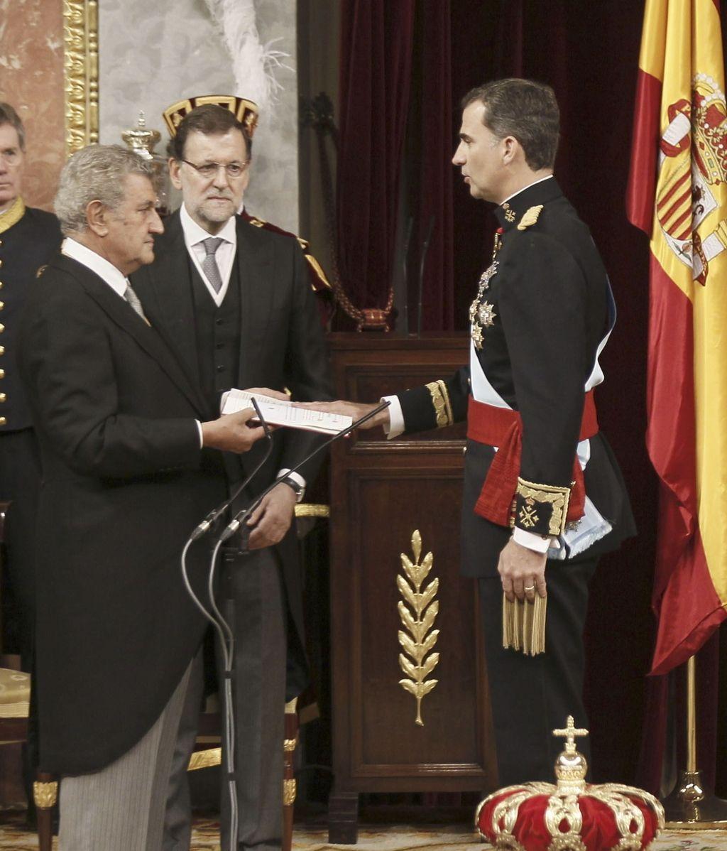 Felipe VI jura fidelidad a la Constitución