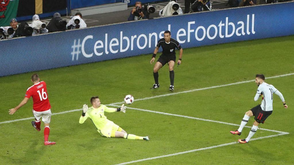 Triple ocasión de gol para Bélgica en la misma jugada