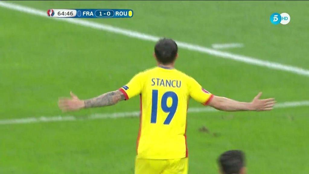 ¡Gol de Rumanía de penalti! Stancu silenció la fiesta de Saint Denis (1-1)