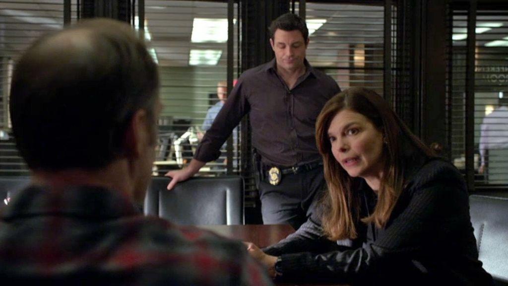 Blake y su hermano discuten por la forma de interrogar a un sospechoso