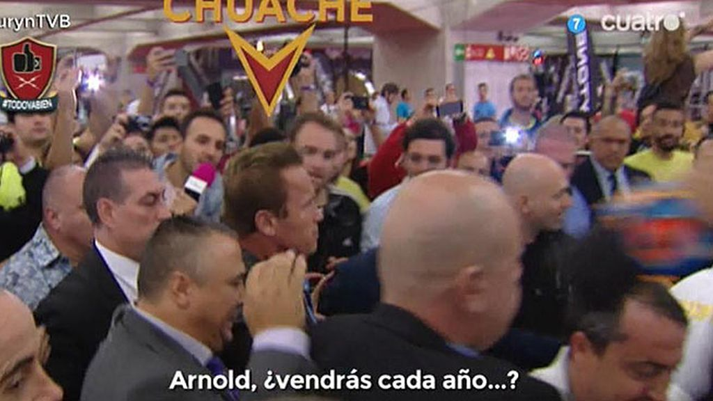 ¡Miguel Martín consigue que Schwarzenegger le firme la peli de Conan!