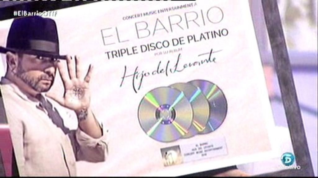 ¡QTTF! entrega el triple disco de platino a 'El Barrio'