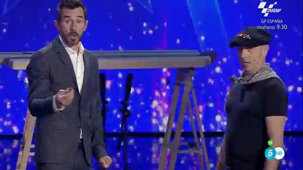 Santi Millán descubre su talento oculto: ¡Partir avellanas con el trasero!