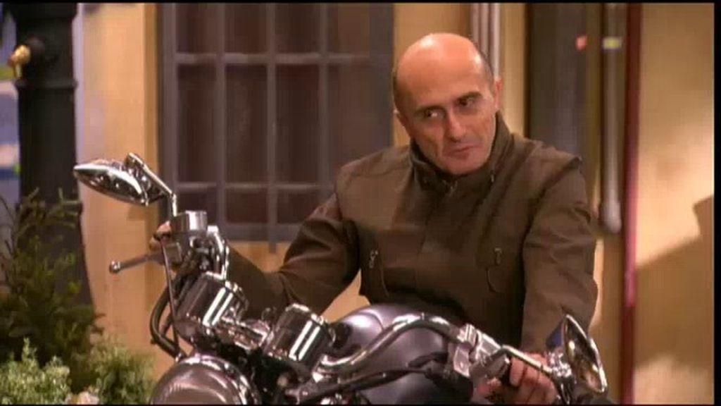 Chema quiere renovar su bicicleta... pero acaba comprándose una moto