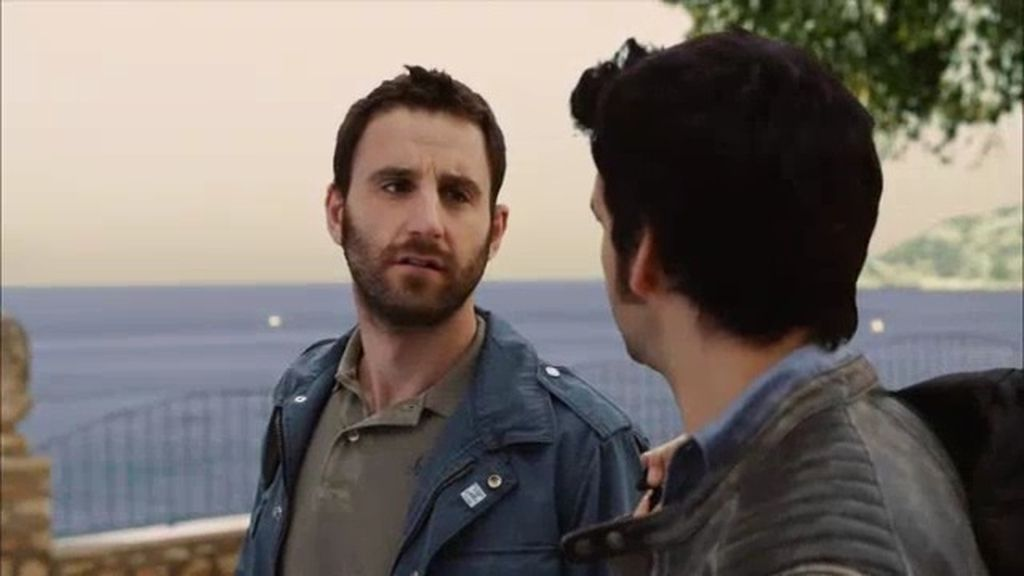 Juan va a visitar a su madre al pueblo… ¡y descubre que cierra la mercería!
