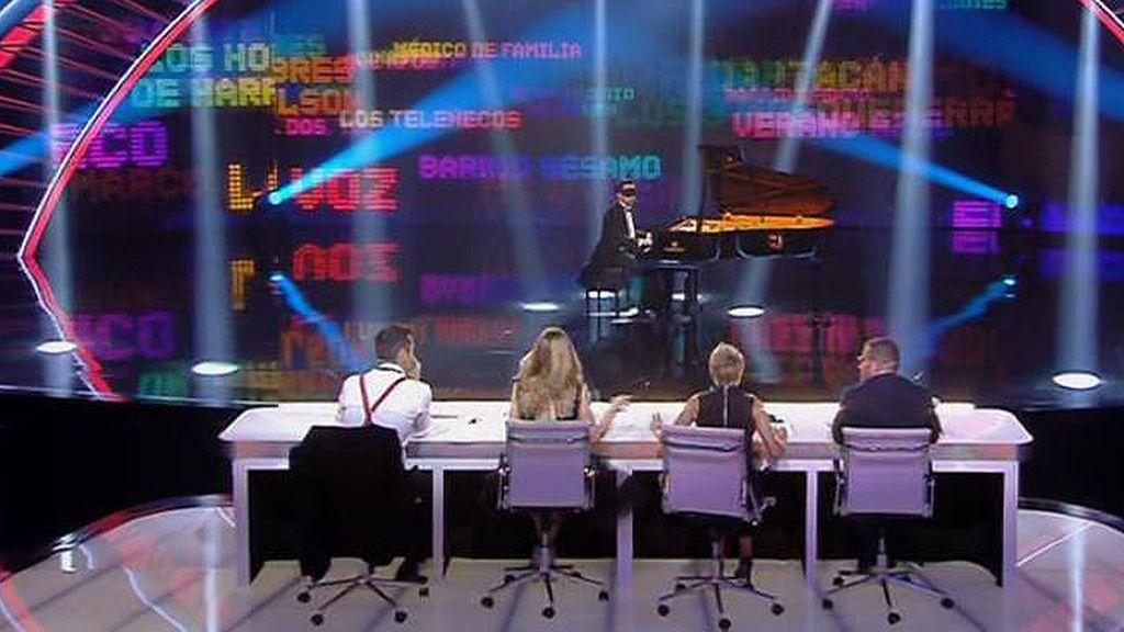 De 'Friends' a 'El Príncipe' pasando por 'La Voz, Alberto toca lo que el jurado le ordena
