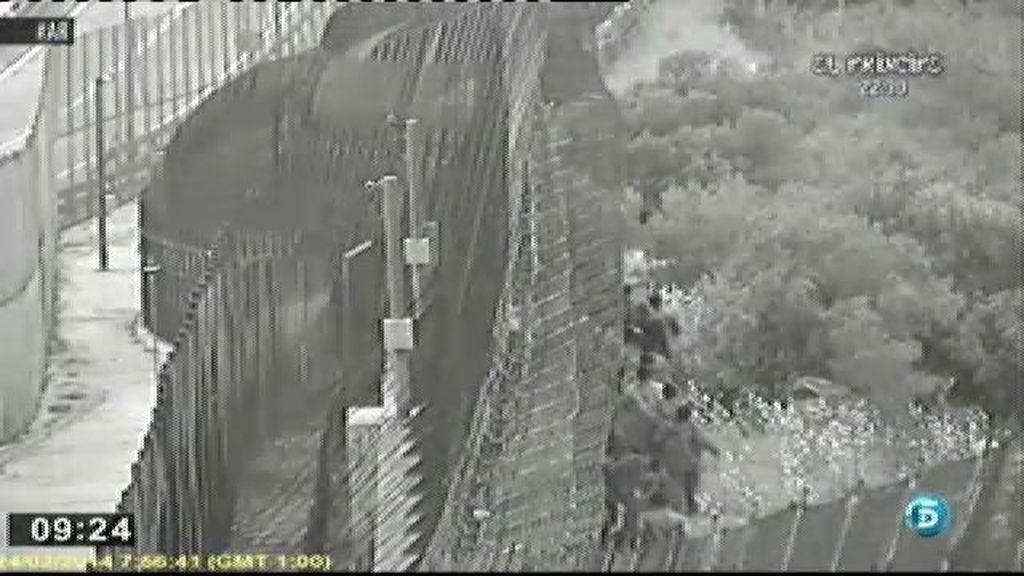 500 inmigrantes intentan saltar la valla de Melilla
