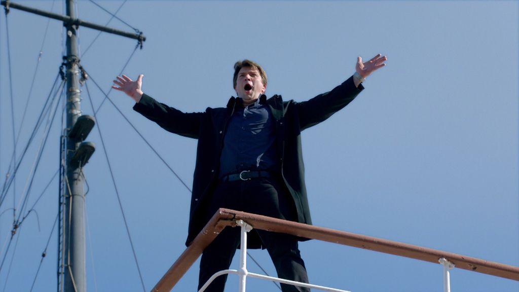 """Castle imita a Di Caprio en el nuevo Titanic: """"¡Soy el rey del Mundo!"""""""
