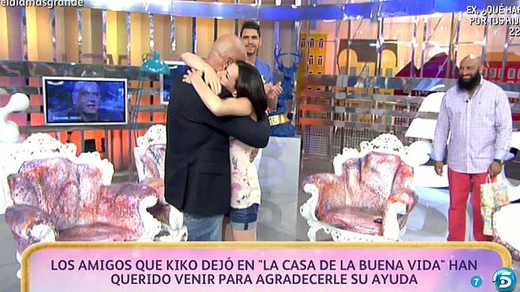 """Kiko Matamoros recibe la visita de sus amigos de """"La Casa de la Buena Vida"""""""