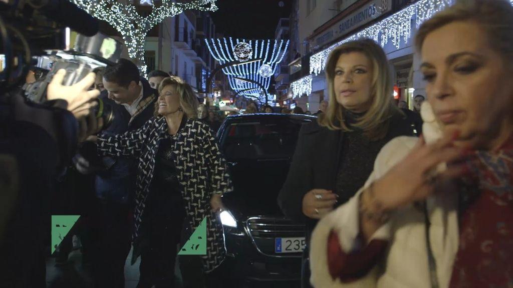 """El percance de Mª Teresa con un fan: """"¡Me ha clavao hasta el árbol!"""""""
