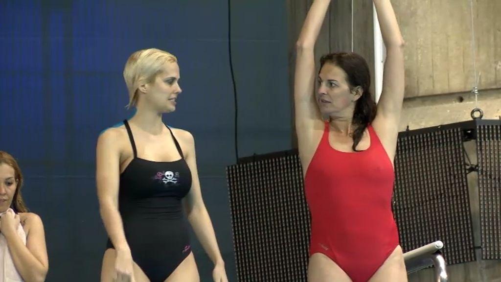 Miriam Sánchez y Ángela Portero, tensión en la piscina