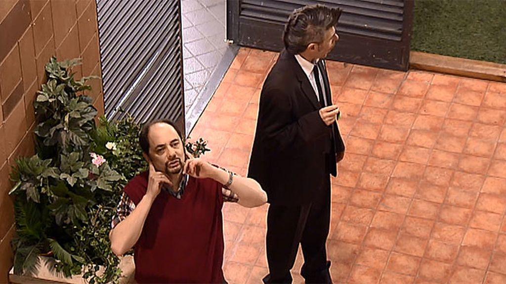 El nuevo negocio de Antonio: 'Pinganillos Recio, el aprobado al mejor precio'