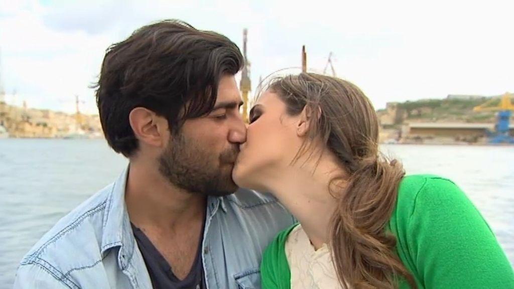 ¡Bruno y Laura se besan!