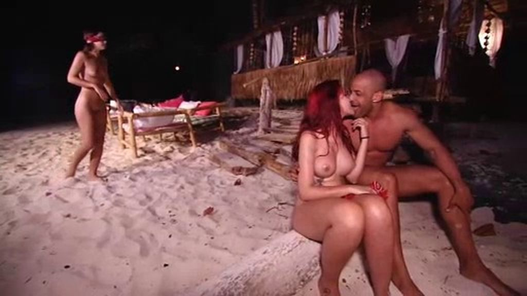Raquel hace trampas para besar a Gabriel a escondidas de Ana