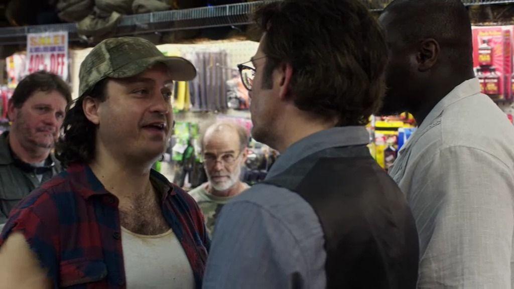 Mitch y Abraham se enfrentan a un grupo de cazadores locales